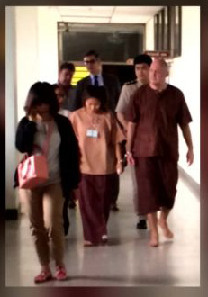 Dutchman Johan van Laarhoven and Tukta, his Thai wife Innocent, in Bangkok Prison