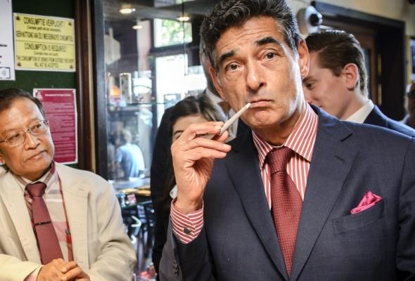 BD: Advocaten Van Laarhoven: 'Geef geschorste officier ook een spreekverbod'